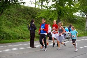 aan het einde van de 5K race: Martine opgemerkt en lachen naar de camera :)