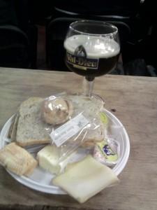 na de wedstrijd de casse-croute opeten en een Val-Dieuxke nuttigen