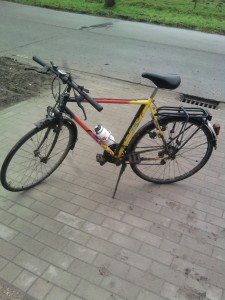 M'n fiets, niet echt materiaal voor 100k fietsen, ik weet het :)