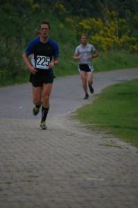 beetje afstand nemen van Bert, nog een grote kilometer...  (foto: Martine)