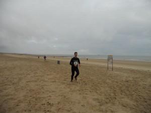 de finish, nog effe alles geven in het moeilijk te belopen zand-stuk