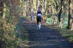een typisch beeld: het grootste deel van de wedstrijd loop ik helemaal alleen (foto: Tim Verbeke)