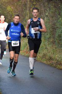tijdens ronde 2 zet ik me een kilometer of 2 in het zog van Patrick (foto:  Tim Verbeke)