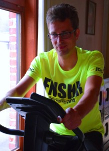 Losfietsen na de marathon in het finisher t-shirt (foto: Tim Verbeke)