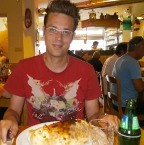 Na de finish een pizza calzone verorberen :) (foto: Jessie)