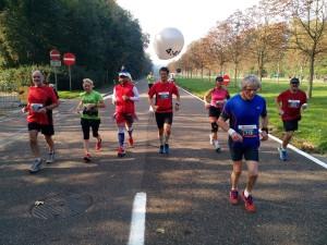 Een 25-tal kilometer na de rug, m'n mede-haas is z'n ballon verloren (foto: Lange Flup)
